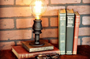Корисні поради щодо вибору настільної лампи