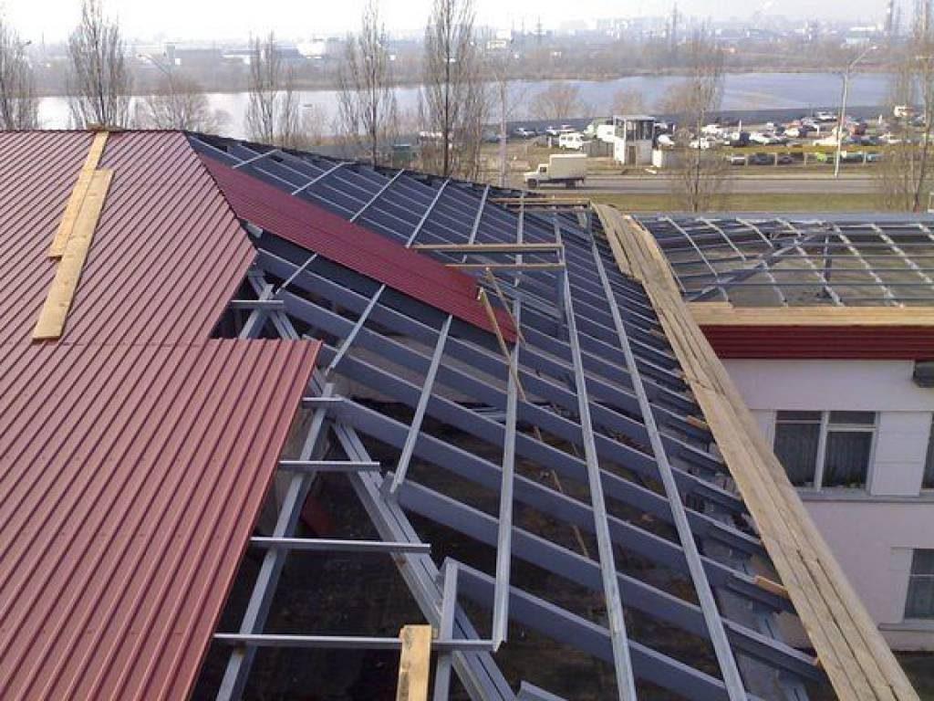 Крыша дома из профлиста