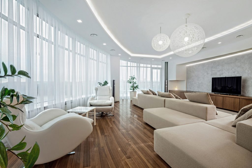 Какая организация осуществляет ремонт квартир премиум класса по разумным ценам?