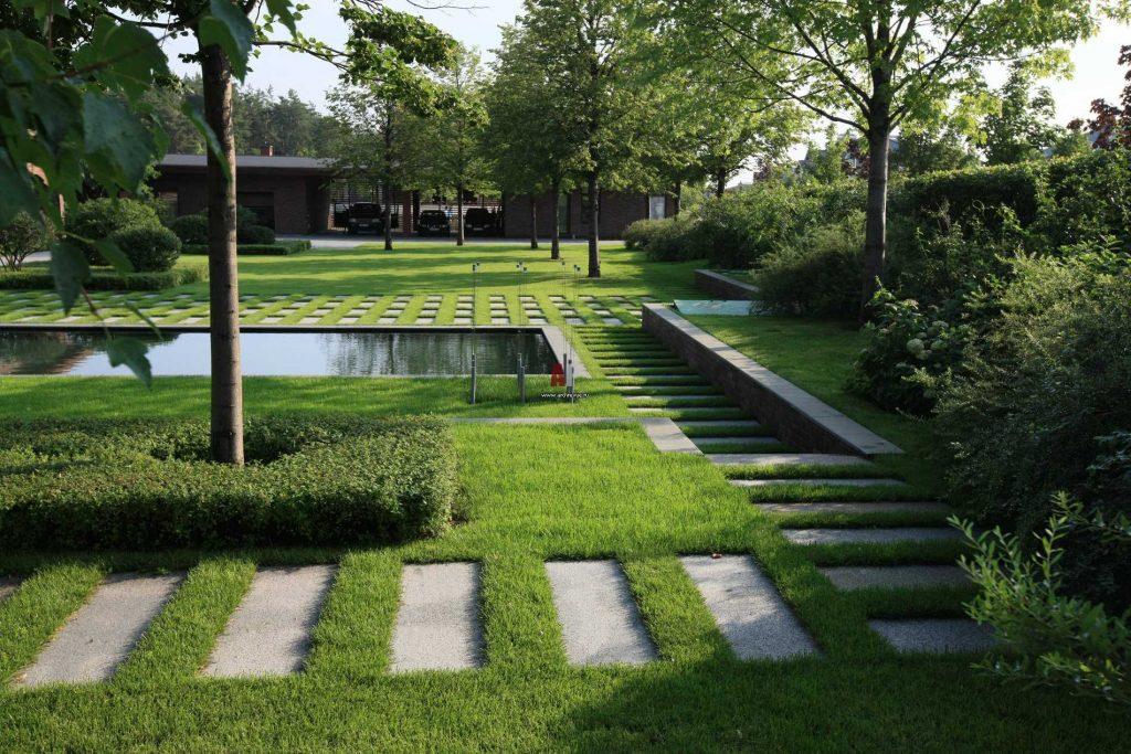 Создаем красивые и функциональные садовые дорожки в рамках разработки ландшафтного дизайна