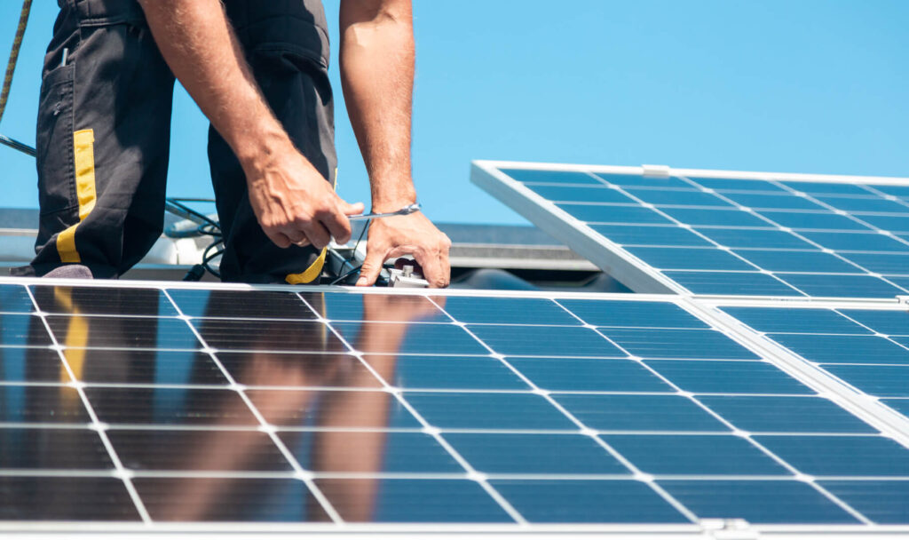 Що таке гібридна сонячна електростанція?