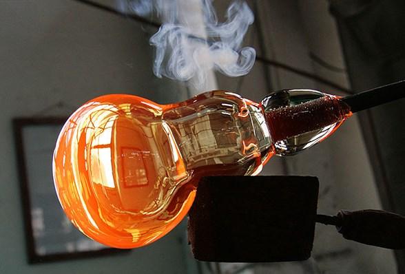 Компания Favorit Glass предлагает изготовление стеклянных изделий на заказ по самым доступным ценам